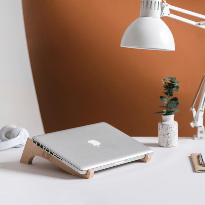 soporte-ordenador-portatil-madera-sostenible-ekohunters
