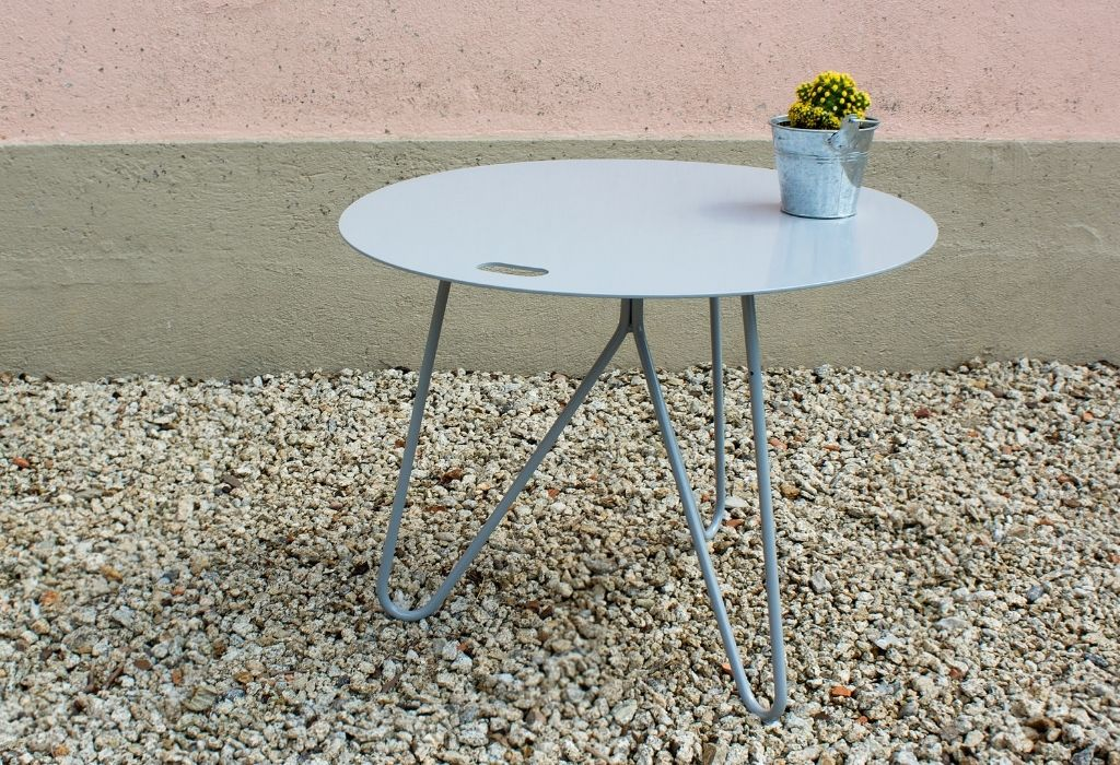 muebles-de-exterior-sostenibles-mesa-acero